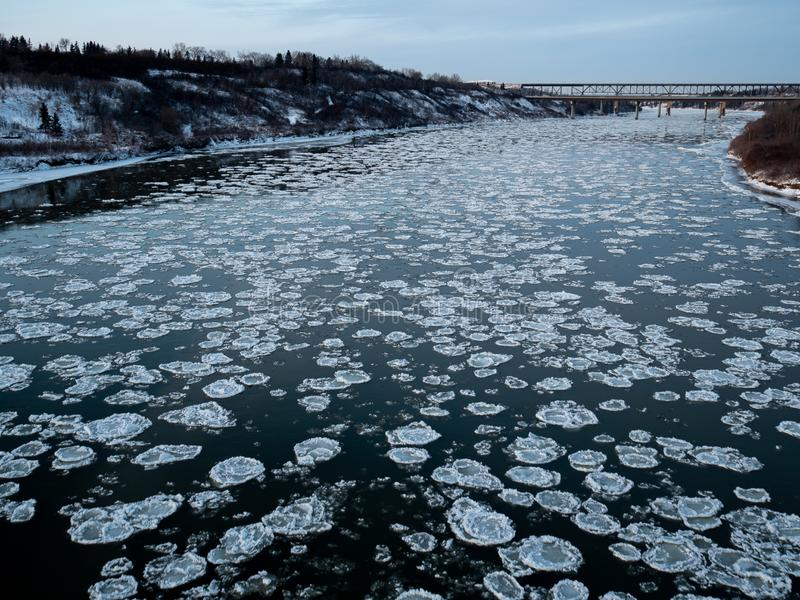 gelo de Pancake no Saskatchewan do Norte imagem de stock royalty free