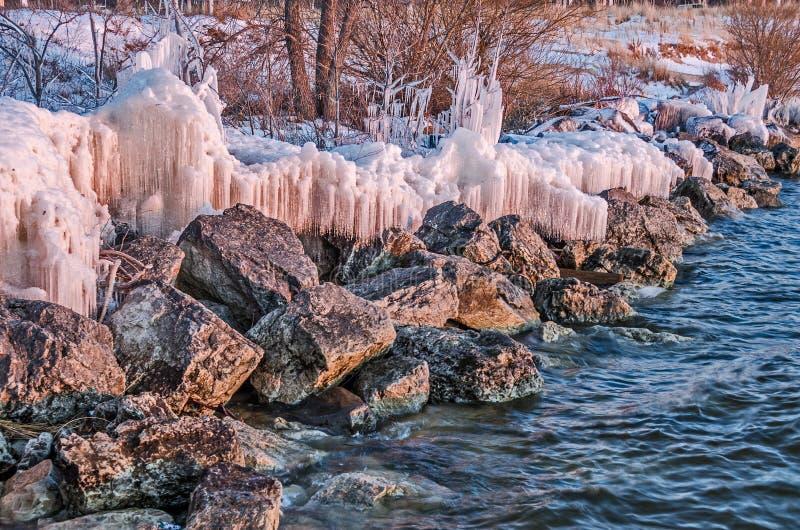 Gelo e rochas no por do sol foto de stock