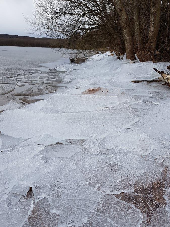 Gelo em um lago imagens de stock royalty free