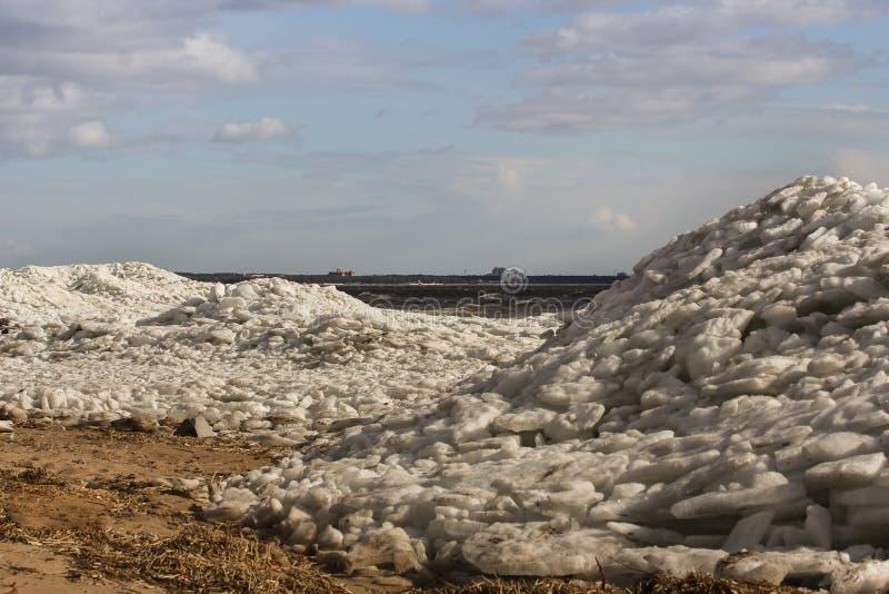 gelo esmagado na costa fotografia de stock