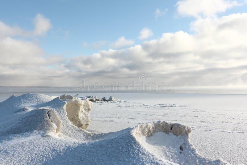 Gelo que forma no rio, reservatório de Ob, Sibéria, Rússia imagens de stock