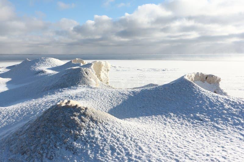 Gelo que forma no rio, reservatório de Ob, Sibéria, Rússia fotos de stock royalty free