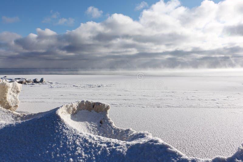 Gelo que forma no rio, reservatório de Ob, Sibéria, Rússia fotografia de stock