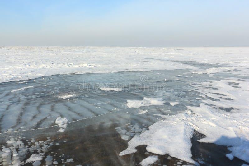 Gelo transparente no rio, reservatório de Ob, Sibéria, Rússia fotografia de stock royalty free