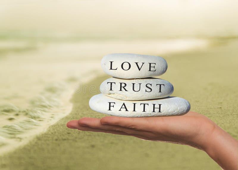 Geloof, vertrouwens en liefdeconcept stock fotografie