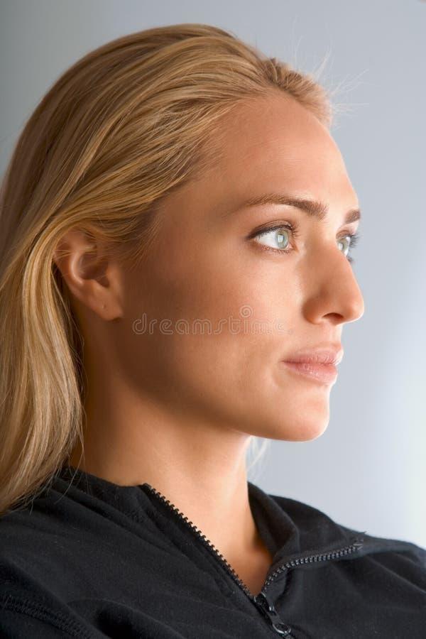 Gelooide blonde schoonheid stock afbeeldingen