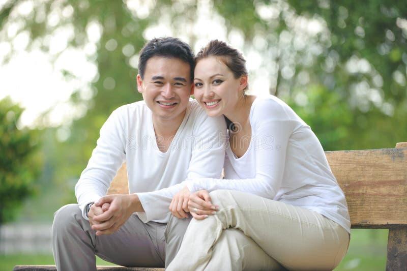 Gelukkig Aziatisch Paar stock foto's