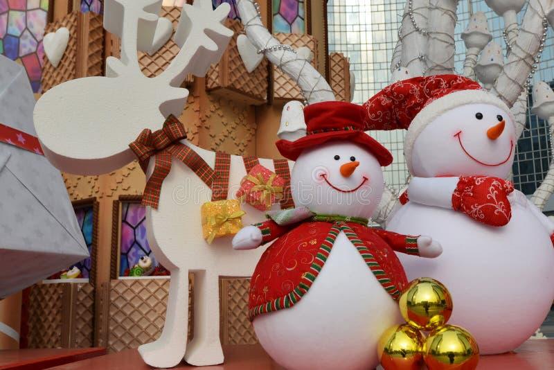 Gelukkig beeldverhaalstuk speelgoed in Kerstmis stock afbeeldingen