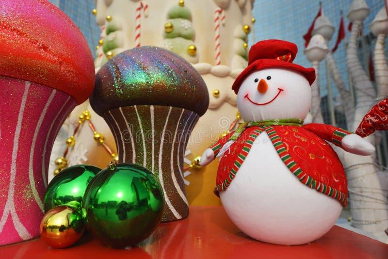 Gelukkig beeldverhaalstuk speelgoed in Kerstmis royalty-vrije stock foto