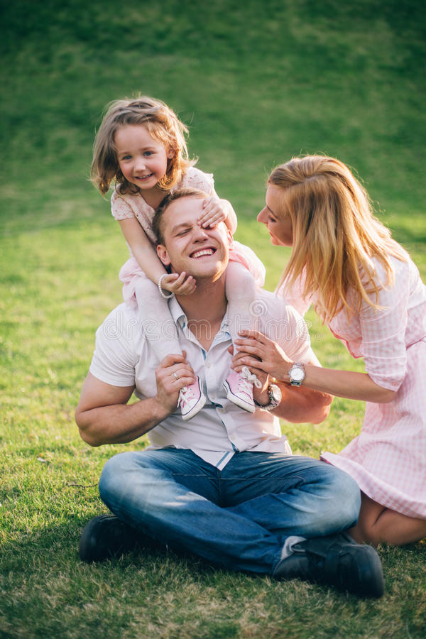 Gelukkig een familie te zijn royalty-vrije stock afbeeldingen