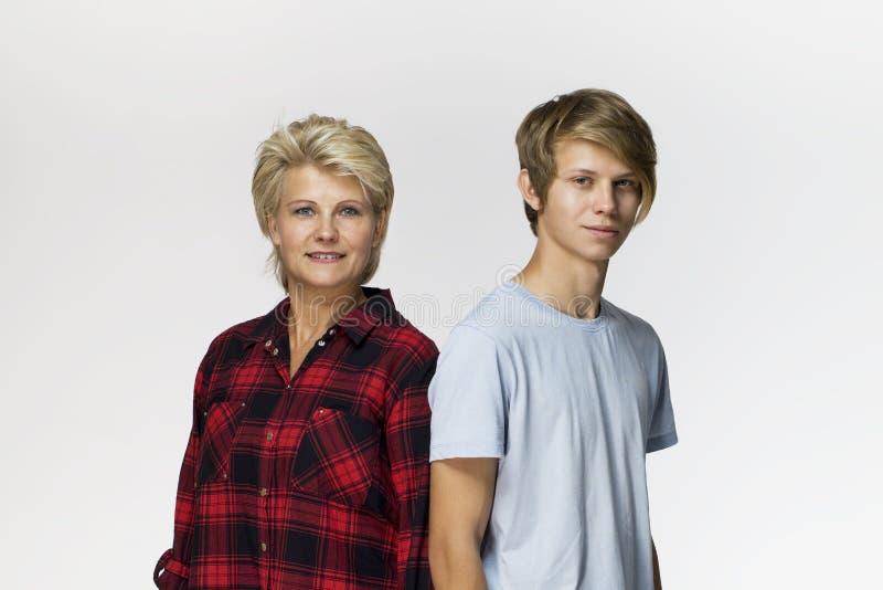 Gelukkig familie, moeder en zoons het glimlachen portret tegen witte achtergrond royalty-vrije stock afbeeldingen