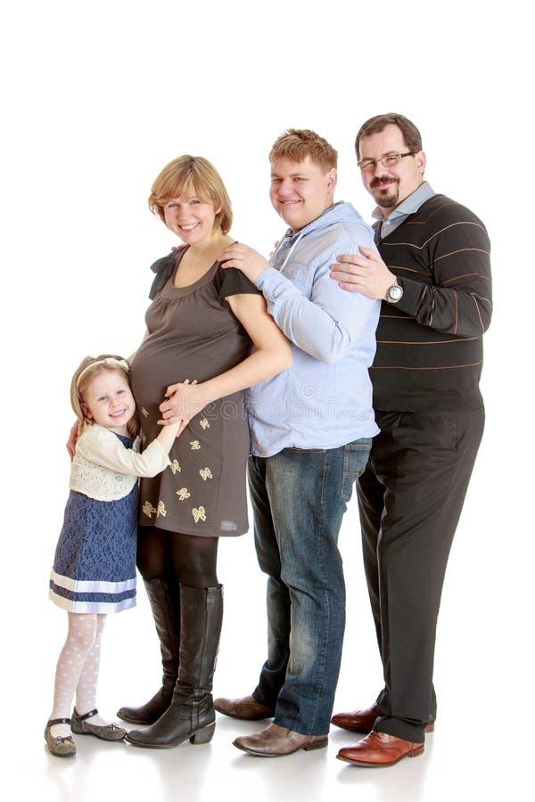 Gelukkig familie zwanger mamma, papa, oudere broer royalty-vrije stock fotografie