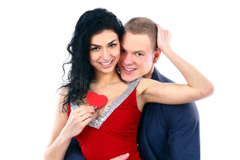 Gelukkig glimlachend aantrekkelijk paar met valentijnskaart sym royalty-vrije stock afbeeldingen