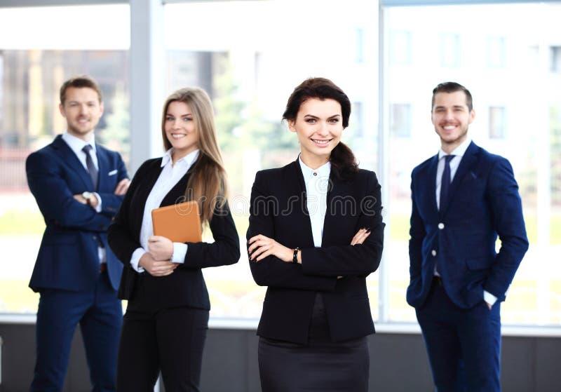 Gelukkig glimlachend commercieel team stock foto