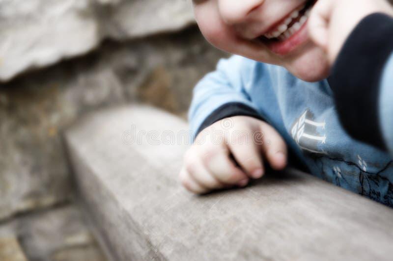 Gelukkig glimlachend kind stock afbeeldingen