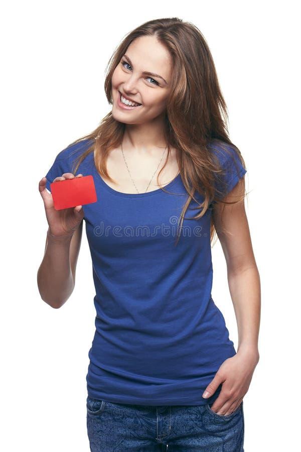 Gelukkig glimlachend meisje die lege creditcard tonen stock afbeelding