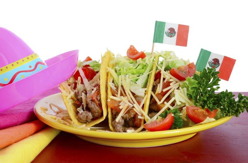 Gelukkig helder kleurrijk de partijvoedsel van Cinco de Mayo royalty-vrije stock afbeeldingen