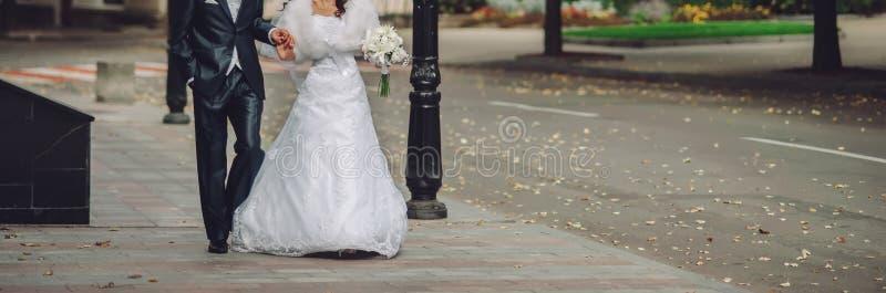 Gelukkig huwelijk, bruid en bruidegom samen royalty-vrije stock foto