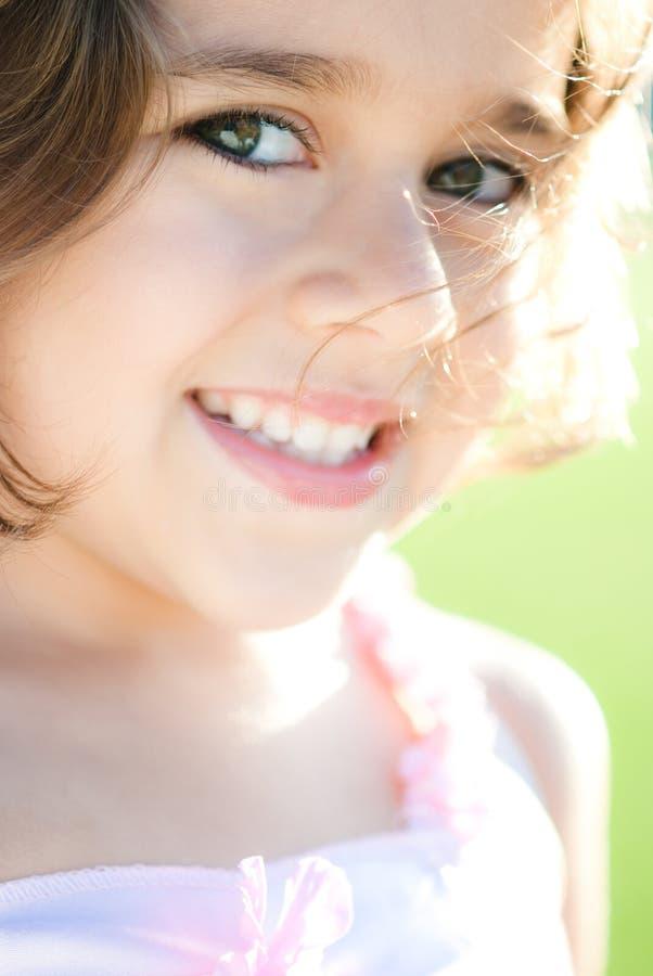 Gelukkig jong meisje royalty-vrije stock afbeeldingen