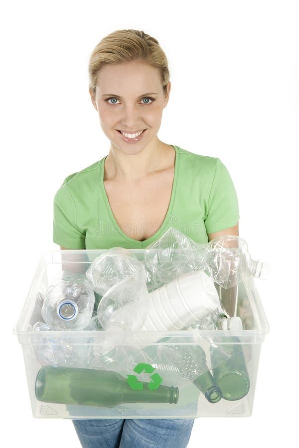 Gelukkig jong vrouw recycling royalty-vrije stock afbeeldingen