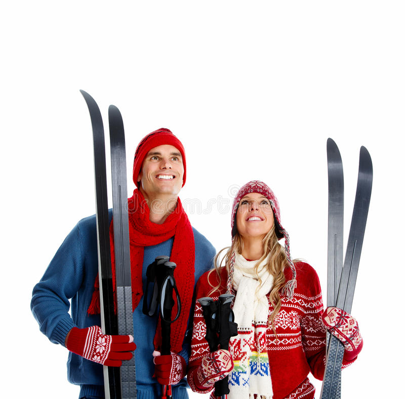 Gelukkig Kerstmispaar met ski. royalty-vrije stock foto's