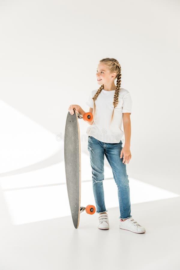 Gelukkig kind met skateboard royalty-vrije stock foto
