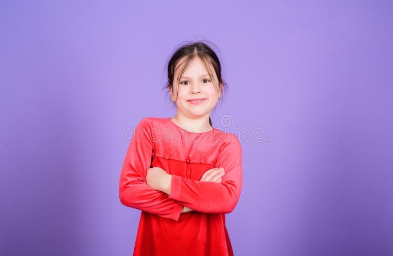 Gelukkig meisje De dag van internationale kinderen Kinderverzorging Gelukkige ogenblikken Aanbiddelijke baby die pret hebben Slec stock fotografie