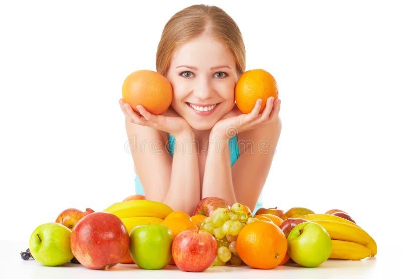 Gelukkig meisje en gezond vegetarisch die voedsel, fruit op witte achtergrond wordt geïsoleerd stock fotografie
