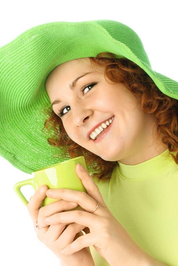 Gelukkig meisje met een kop thee stock foto's