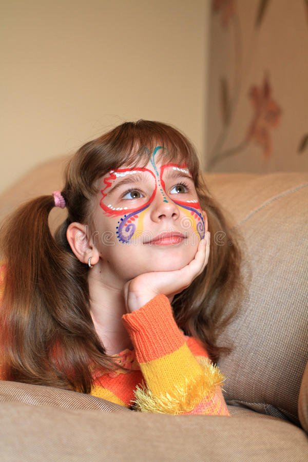 Gelukkig meisje met geschilderd gezicht royalty-vrije stock afbeelding