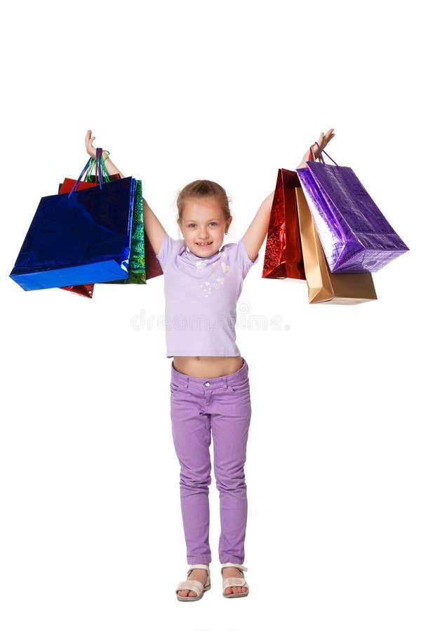 Gelukkig meisje met het winkelen zakken die zich bij studio bevinden stock foto