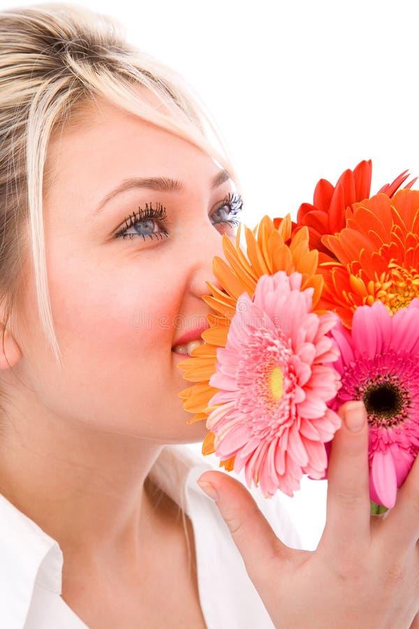 Gelukkig met bloemen stock foto
