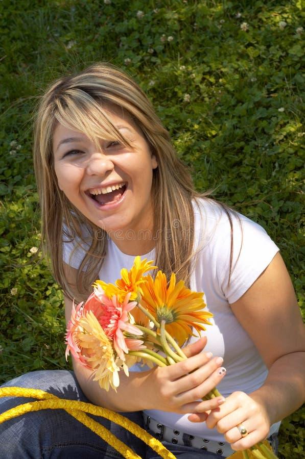 Gelukkig met bloemen stock afbeeldingen
