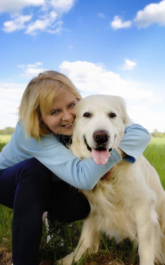Gelukkig met hond royalty-vrije stock fotografie