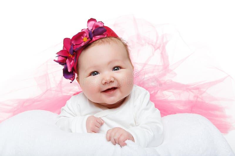 Gelukkig mooi babymeisje in tuturok en hoed stock afbeelding