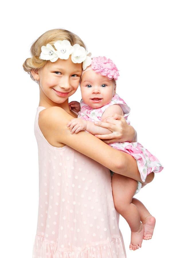 Gelukkig mooi meisje met de zuster van de babybaby royalty-vrije stock afbeelding