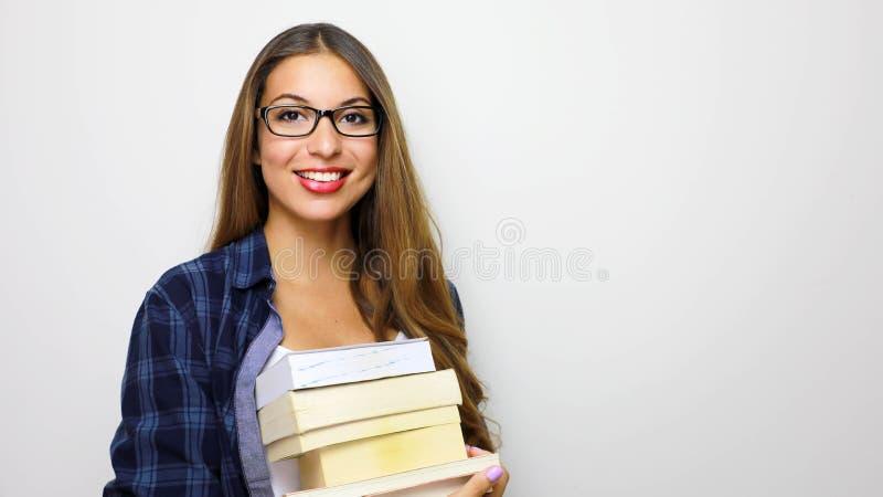 Gelukkig mooi studentenmeisje met stapel boeken in haar handen Studio op witte achtergrond wordt geschoten die De ruimte van het  stock afbeeldingen