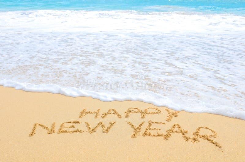 Gelukkig nieuw jaar op het strand stock afbeelding