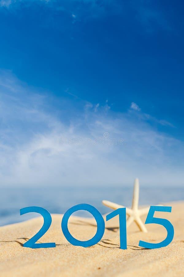 Gelukkig nieuw jaar 2015 op zandig strand royalty-vrije stock foto