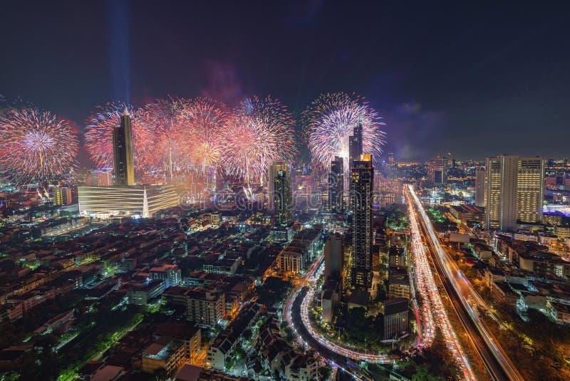 Gelukkig nieuw jaar 2019 van Bangkok vuurwerk stock afbeelding