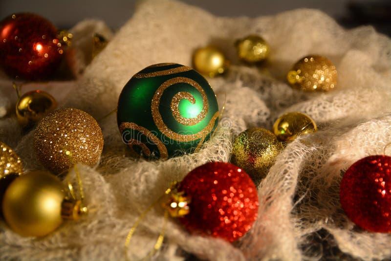 Gelukkig Nieuwjaar Eve Balls Crochet Scarf stock afbeelding