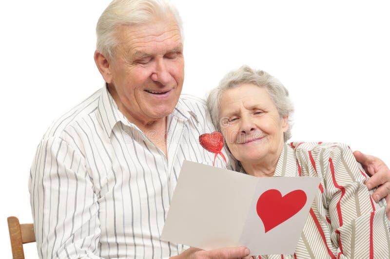 Gelukkig oud paar met prentbriefkaar royalty-vrije stock foto's