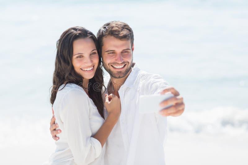 Gelukkig paar die selfie nemen royalty-vrije stock foto's
