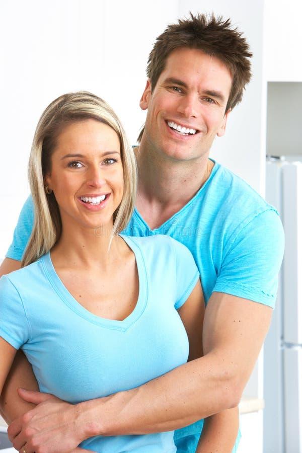 Gelukkig paar in liefde stock foto