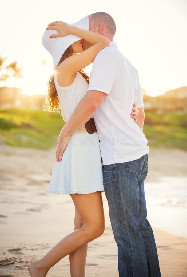 Gelukkig paar in liefde royalty-vrije stock afbeelding
