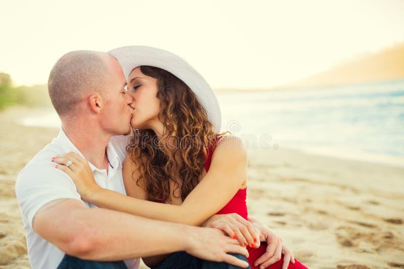 Gelukkig paar in liefde stock fotografie
