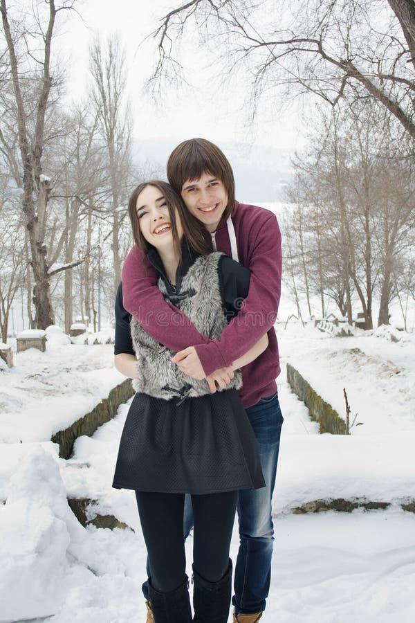 Gelukkig paar in liefde stock afbeelding