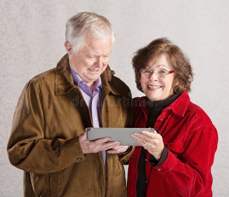 Gelukkig Paar met Tablet stock afbeeldingen