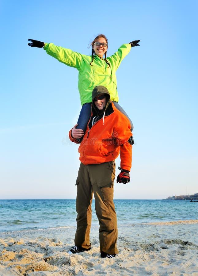 Gelukkig paar in sportenslijtage stock fotografie