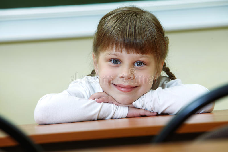 Gelukkig schoolmeisje royalty-vrije stock foto